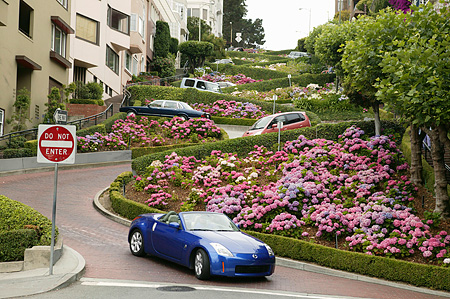 AUT 29 RK0996 01 © Kimball Stock 2004 Nissan 350Z Convertible Blue 3/4 Front View Descending Lombard Street San Francisco