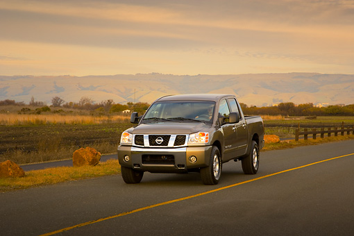 AUT 29 RK1277 01 © Kimball Stock 2007 Nissan Titan 4x4 SE Gray 3/4 Front View On Road In Motion