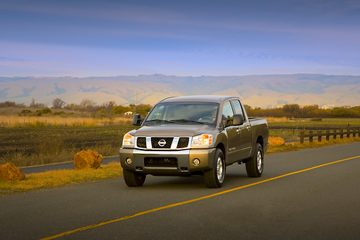 AUT 29 RK1314 01 © Kimball Stock 2007 Nissan Titan 4x4 SE Gray 3/4 Front View On Road In Motion