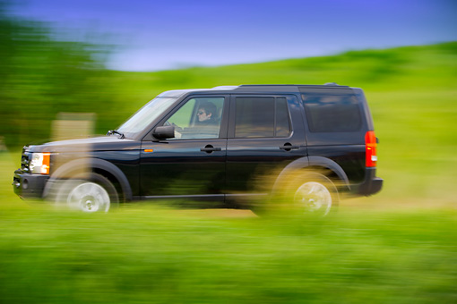 AUT 29 RK1317 01 © Kimball Stock 2007 Land Rover LR3 Blue Profile View On Grass Hill In Motion
