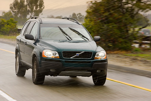 AUT 29 RK1319 01 © Kimball Stock 2007 Volvo XC90 Green 3/4 Front View On Road In Motion