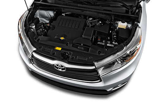 AUT 30 IZ3302 01 © Kimball Stock 2015 Toyota Highlander Limited 5-Door SUV Engine Detail