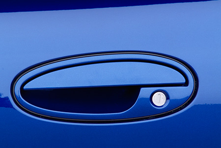 AUT 30 RK1015 04 © Kimball Stock 2002 Chevrolet Corvette Z06 Blue Detail Door Handle
