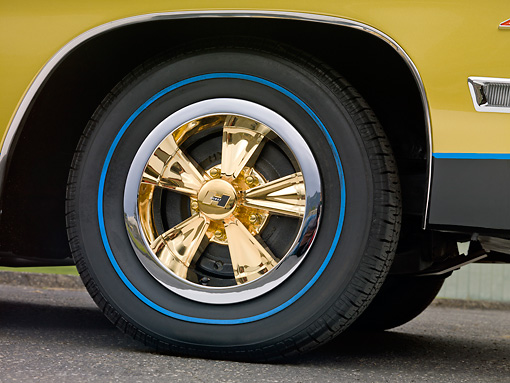 AUT 30 RK5685 01 © Kimball Stock 1967 Pontiac Hurst Grand Prix Convertible Black, Gold And Blue Front Wheel Detail