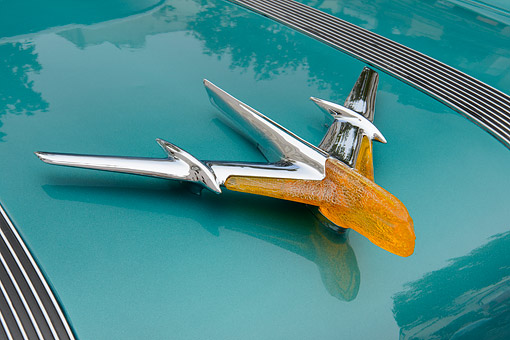 AUT 30 RK6374 01 © Kimball Stock 1955 Pontiac Star Chief Teal And White Hood Ornament Detail