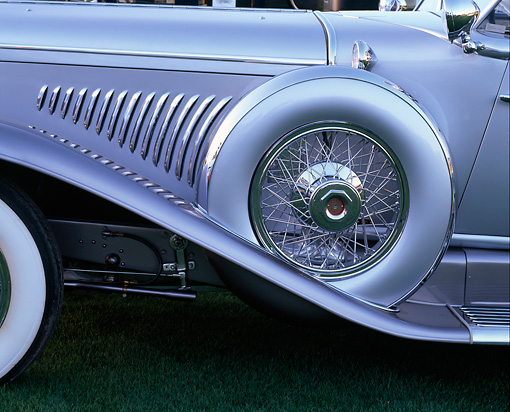 AUT 30 RK0641 02 © Kimball Stock 1931 Duesenberg J Detail Side Spare Tire With Cover Profile View On Grass