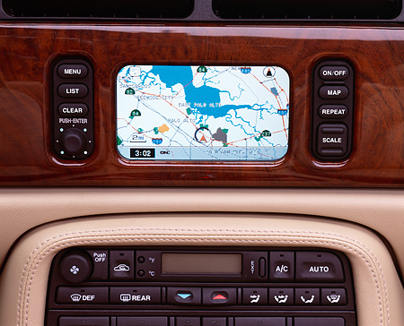 AUT 30 RK0762 06 © Kimball Stock 2001 Jaguar XK8 CNV Close Up Detail GPS System