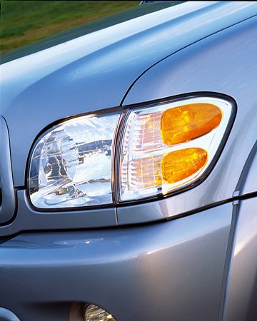 AUT 30 RK0777 01 © Kimball Stock 2001 Toyota Sequoia Gray Detail Close Up Front Headlight
