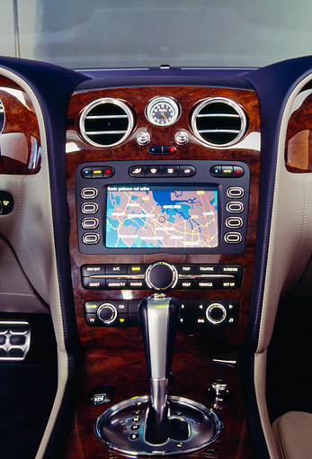 AUT 30 RK1809 01 © Kimball Stock 2004 Bentley Continental GT Silver Detail Interior GPS System