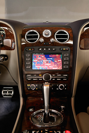 AUT 30 RK1813 01 © Kimball Stock 2004 Bentley Continental GT Silver Detail GPS Navigation System
