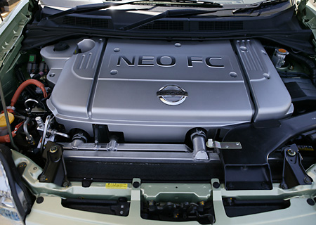 AUT 30 RK1932 01 © Kimball Stock Nissan X-Trail FCV Prototype Engine Shot
