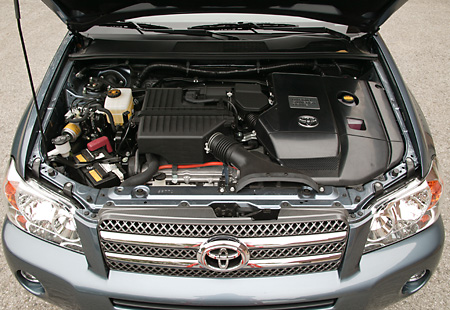 AUT 30 RK2274 01 © Kimball Stock 2006 Toyota Highlander Hybrid Detail Engine Shot