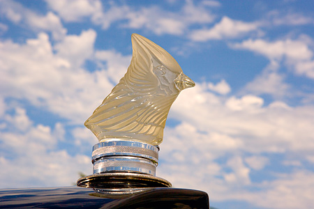 AUT 30 RK3326 01 © Kimball Stock Hood Ornament