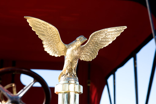 AUT 30 RK3992 01 © Kimball Stock 1909 Thomas Flyer Bird Hood Ornament