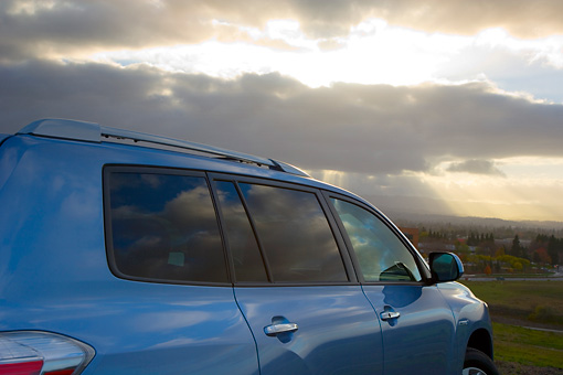AUT 30 RK4083 01 © Kimball Stock 2008 Toyota Highlander Hybrid 4WD-i V6 Light Blue 3/4 Rear View Detail