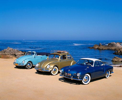 AUT 31 RK0021 03 © Kimball Stock 1962 Volkswagen Karmann Convertible Blue 1956 Diamond Green And 1959 Karmann Ghia Coupe Blue & White By Beach