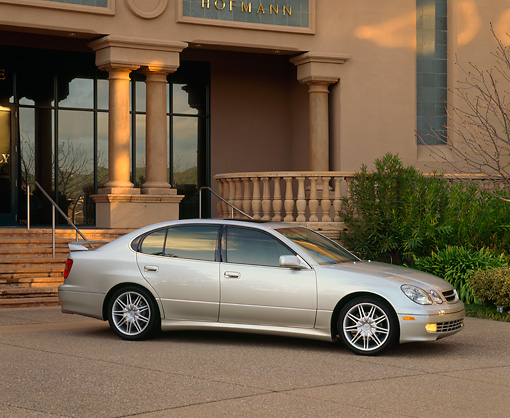 AUT 33 RK0116 01 © Kimball Stock 2000 Lexus GS400 L-Tuned Sports Package Silver 3/4 Side View On Pavement By Building