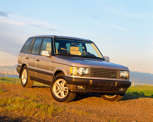 AUT 33 RK0134 01 © Kimball Stock 2000 Range Rover Gold Side View On Pavement Hills