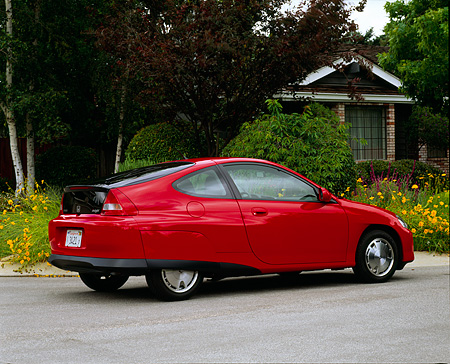 AUT 33 RK0170 03 © Kimball Stock 2000 Honda Insight Hybrid Red 3/4 Rear View On Pavement By House