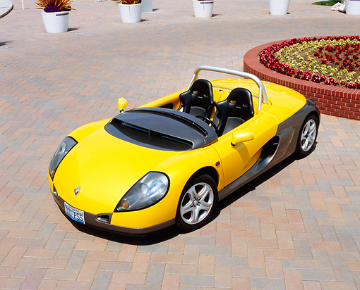 AUT 33 RK0335 05 © Kimball Stock 2000 Renault Sport Spider Yellow