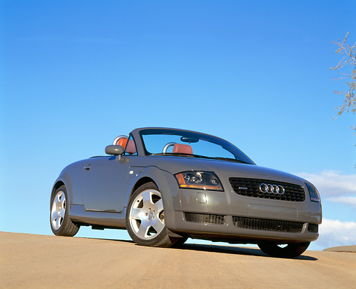 AUT 34 RK0146 01 © Kimball Stock 2001 Audi TT Roadster Gray Low 3/4 Front View On Pavement Hill Blue Sky