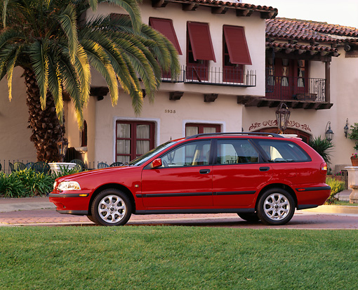 AUT 34 RK0005 02 © Kimball Stock 2001 Volvo V40 Red Profile View By Spanish Building