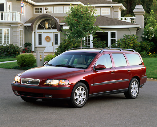 AUT 34 RK0121 02 © Kimball Stock 2001 Volvo S70 T5 Wagon Red Front 3/4 View On Pavement By House