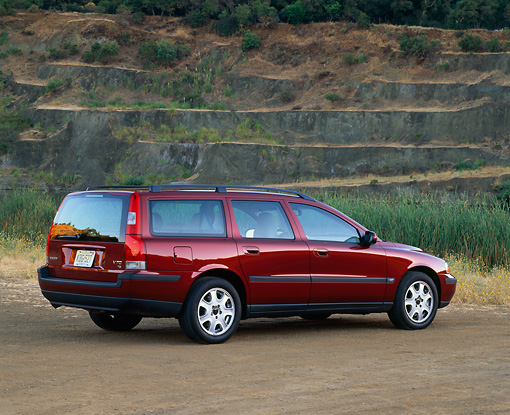 AUT 34 RK0126 04 © Kimball Stock 2001 Volvo S70 T5 Wagon Red Rear 3/4 View On Dirt By Water Tall Grass