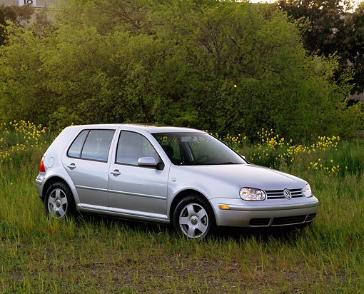 AUT 34 RK0263 02 © Kimball Stock 2001 VW Golf GLS 1.8 T Silver 3/4 Side View On Grass By Trees