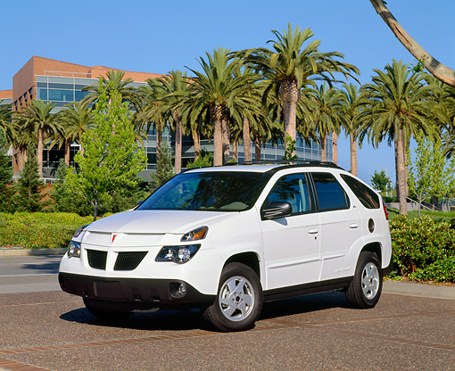 AUT 35 RK0217 02 © Kimball Stock 2002 Pontiac Aztek White 3/4 Front View On Pavement By Palm Trees And Building