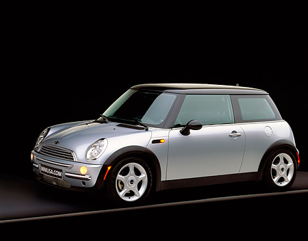 AUT 35 RK0032 01 © Kimball Stock 2002 BMW Mini Cooper Silver Side 3/4 View On Gray Line Studio