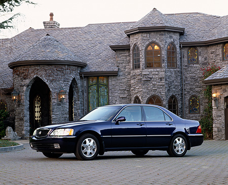 AUT 35 RK0122 03 © Kimball Stock 2002 Acura 3.5 RL Blue 3/4 Side View On Driveway By House