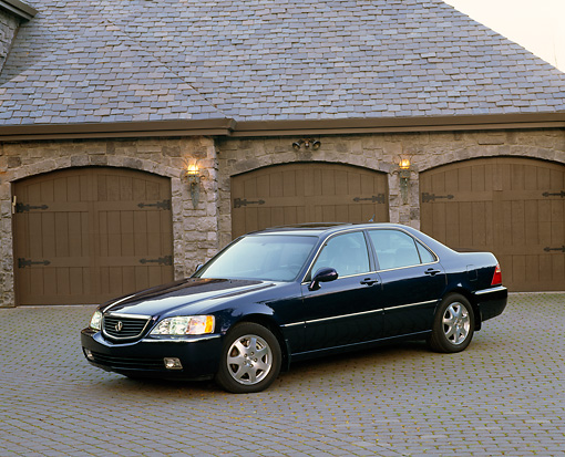 AUT 35 RK0125 04 © Kimball Stock 2002 Acura 3.5 RL Blue 3/4 Side View On Driveway By Garage Doors