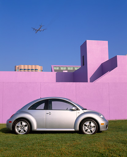 AUT 35 RK0169 01 © Kimball Stock 2002 Volkswagen New Beetle Turbo S Silver Profile View On Grass By Purple Wall