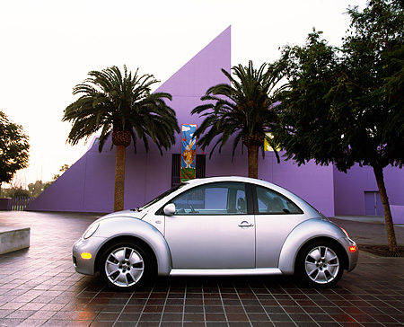 AUT 35 RK0178 01 © Kimball Stock 2002 Volkswagen New Beetle Turbo S Silver Profile By Palm Trees Purple Building