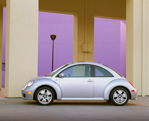 AUT 35 RK0179 04 © Kimball Stock 2002 Volkswagen New Beetle Turbo S Silver Profile View On Pavement By Pillars