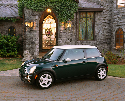 AUT 35 RK0230 02 © Kimball Stock 2002 Mini Cooper Green White Top 3/4 Side View In Front Of House