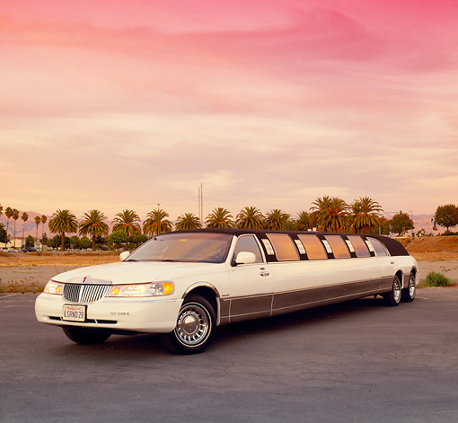 AUT 37 RK0001 08 © Kimball Stock 2000 Lincoln Town Car Stretched Limousine White 3/4 Front View On Pavement Sky