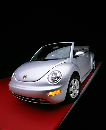 AUT 38 RK0088 02 © Kimball Stock 2003 VW New Beetle Convertible Silver 3/4 Front View On Red Floor Gray Line Studio