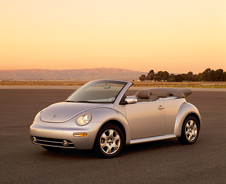 AUT 38 RK0093 03 © Kimball Stock 2003 VW New Beetle Convertible Silver 3/4 Front View On Pavement Filtered