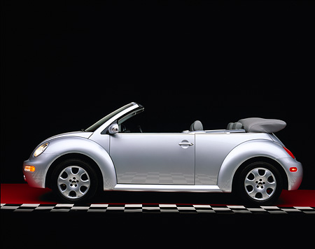 AUT 38 RK0100 05 © Kimball Stock 2003 VW New Beetle Convertible Silver Profile On Red Floor Checkered Line Studio