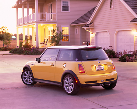 AUT 38 RK0189 02 © Kimball Stock 2003 Mini Cooper S Yellow And Black