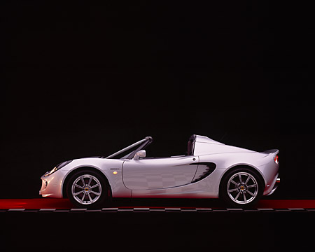 AUT 39 RK0015 05 © Kimball Stock 2004 Lotus Elise Silver Profile View Studio