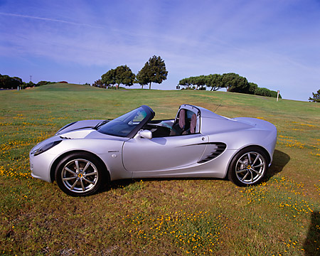 AUT 39 RK0021 03 © Kimball Stock 2004 Lotus Elise Silver 3/4 Front View On Grass By Trees