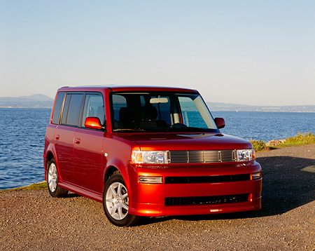 AUT 39 RK0195 02 © Kimball Stock 2004 Toyota Scion XB Orange Front 3/4 View On Pavement By Water