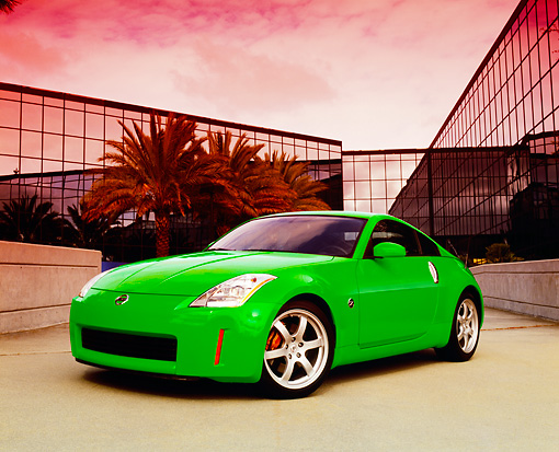 AUT 39 RK0366 01 © Kimball Stock 2004 Nissan 350Z Green 3/4 Front View By Building