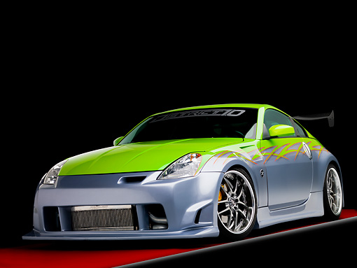 AUT 39 RK0375 01 © Kimball Stock 2004 Nissan 350Z Green And Silver 3/4 Front View Studio