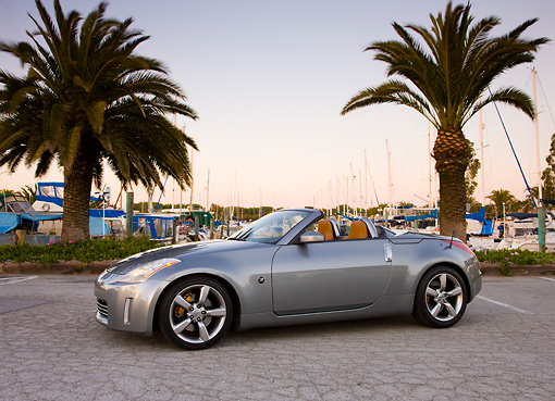 AUT 39 RK0380 01 © Kimball Stock 2004 Nissan 350Z Silver 3/4 Front View By Marina Palm Trees Blue Sky