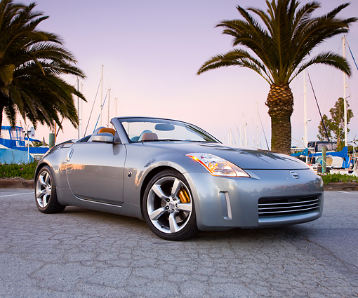 AUT 39 RK0381 01 © Kimball Stock 2004 Nissan 350Z Silver 3/4 Front View By Marina Palm Trees Blue Sky