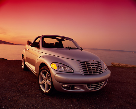 AUT 40 RK0024 01 © Kimball Stock 2005 Chrysler PT Cruiser Convertible Silver Wide Angle